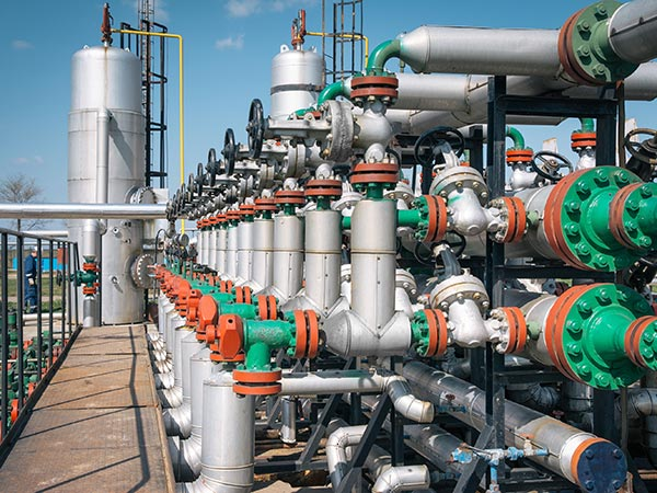 oil-gas-refinery-600x450r