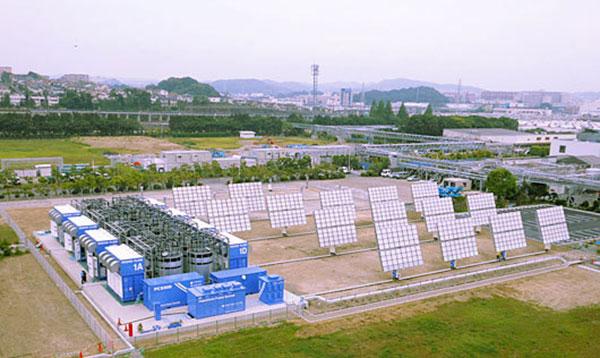 Redox flow batteries at a multi-megawatt solar power installation